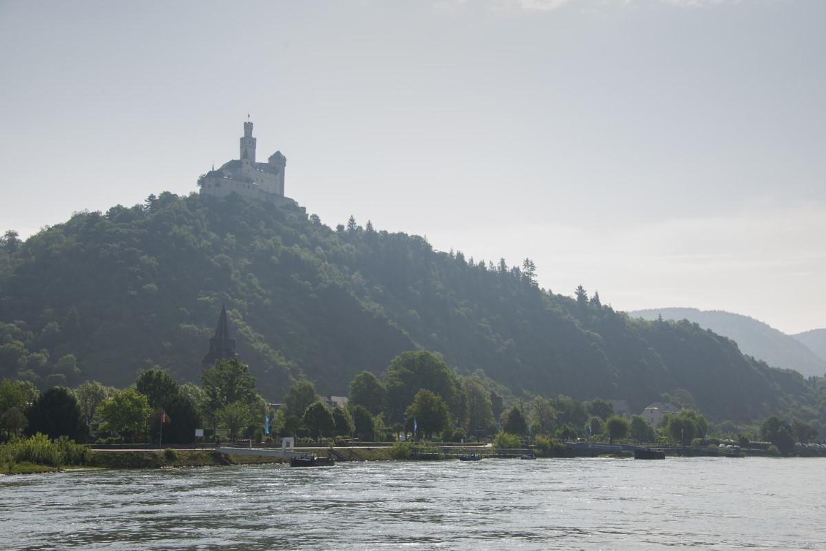 kasteel l;angs de rijn