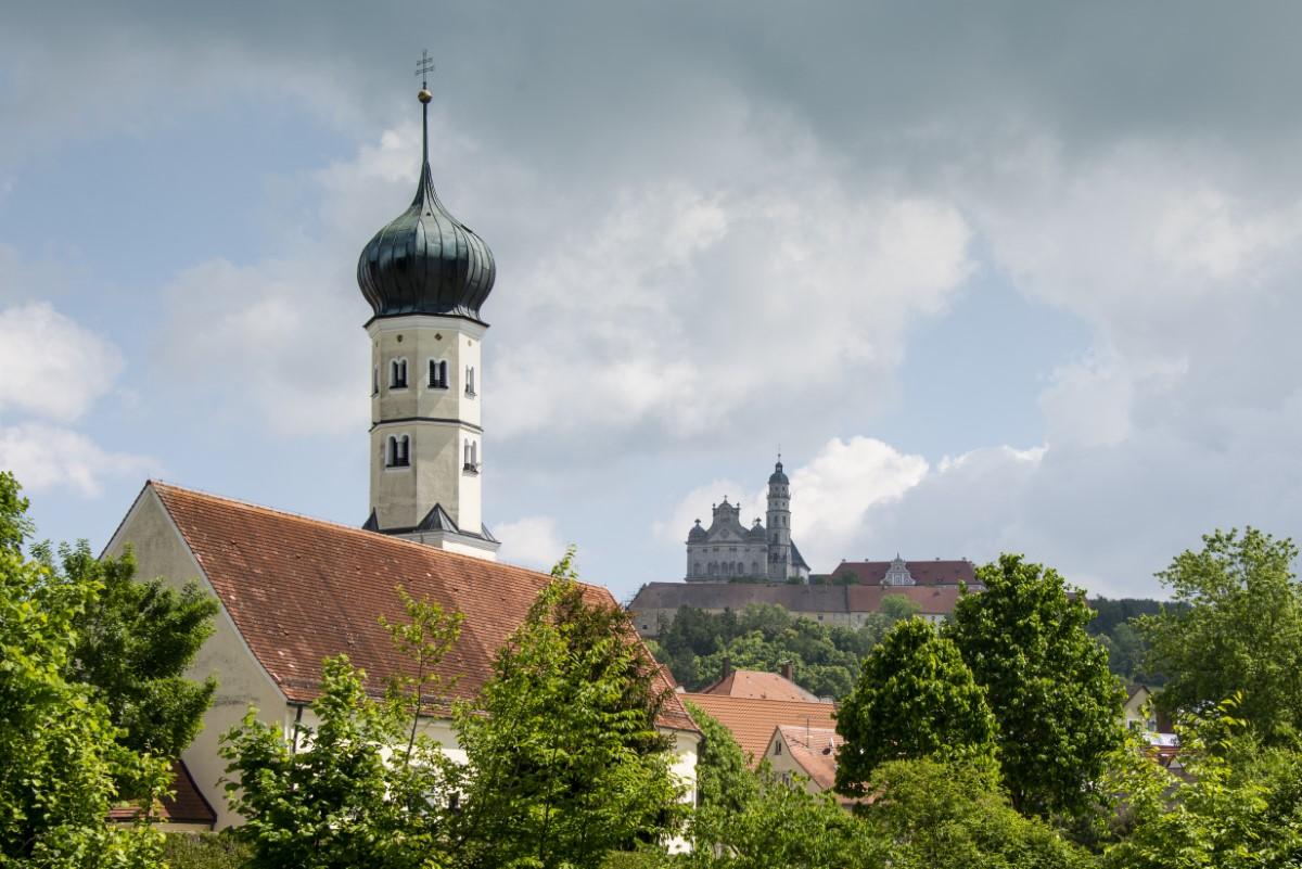 Dorp bij klooster