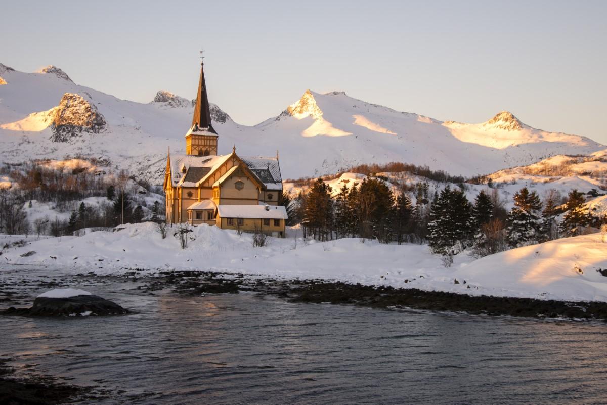 Vågan Church