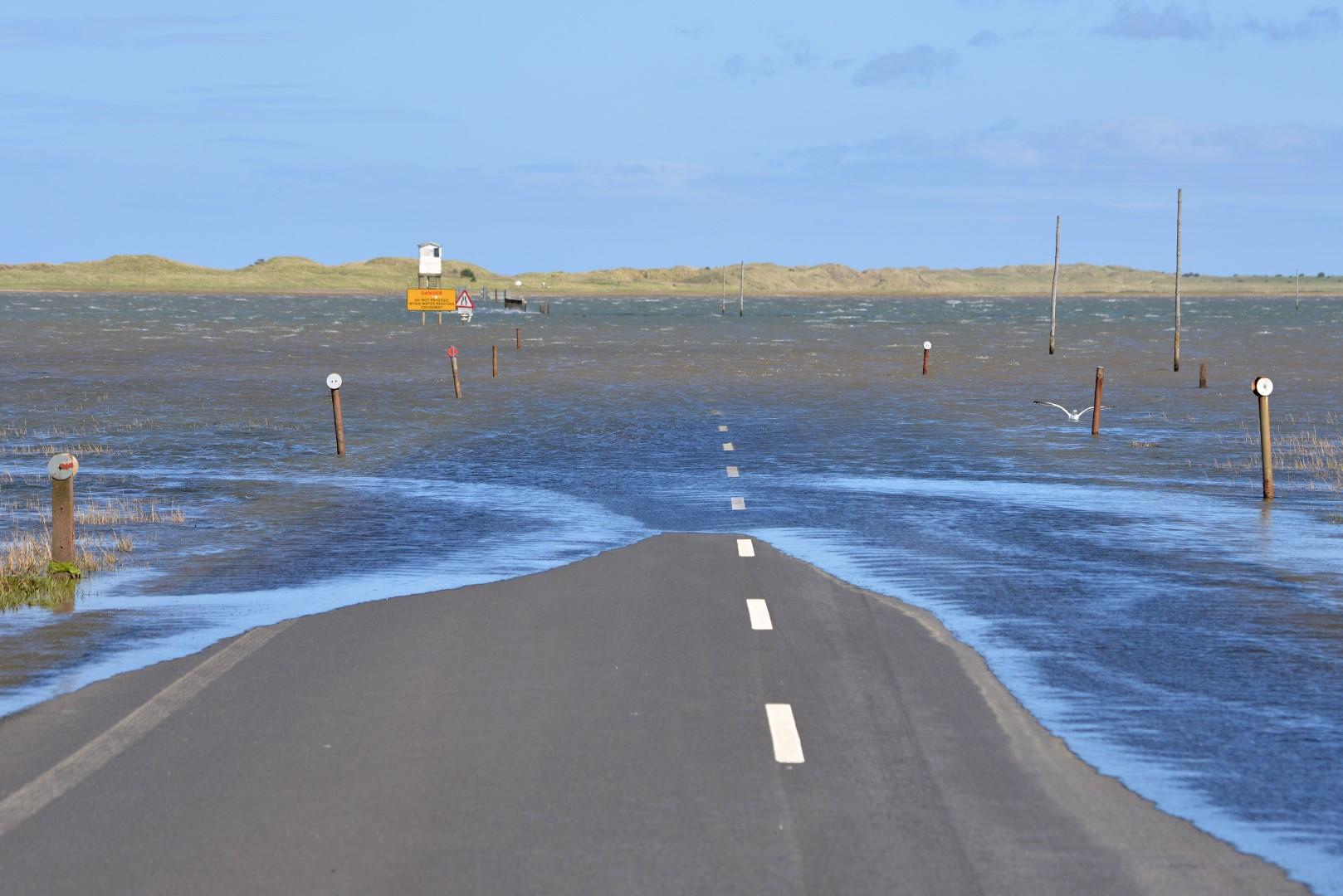 De causeway to Holy Island 4
