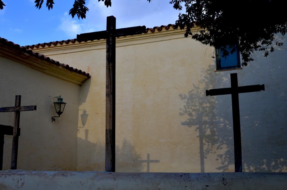 Kruizen bij de kerk in Molinos