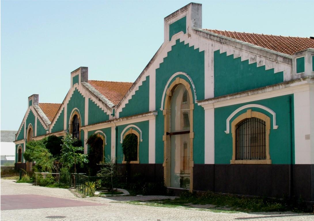 Oude opslagloodsen in Lissabon
