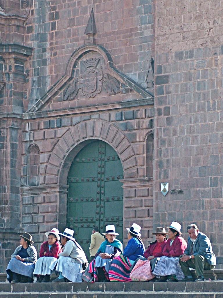Voor de kerk in Cusco